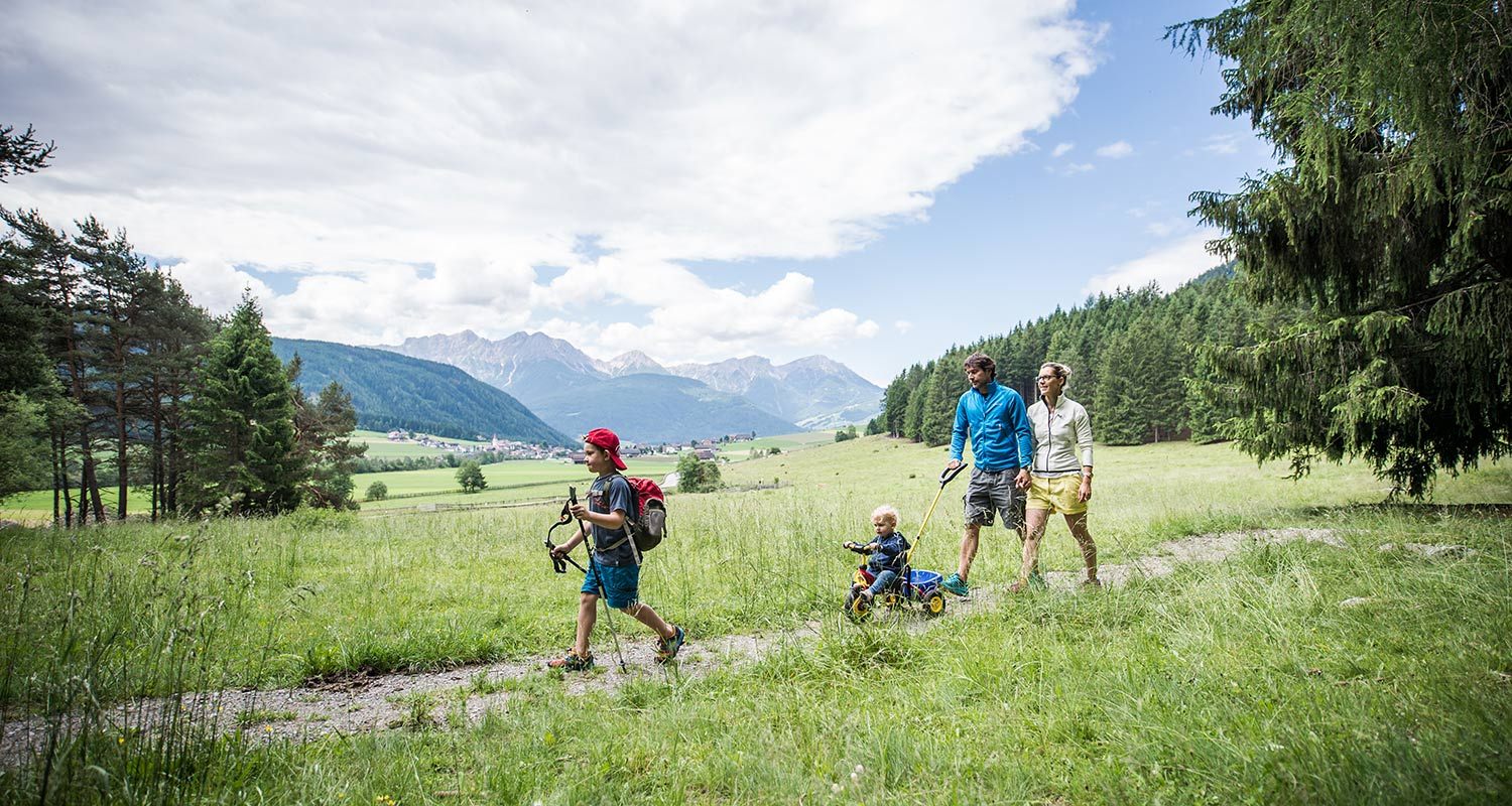 Family with children on a path in Rasen by Antholz in Pustertal