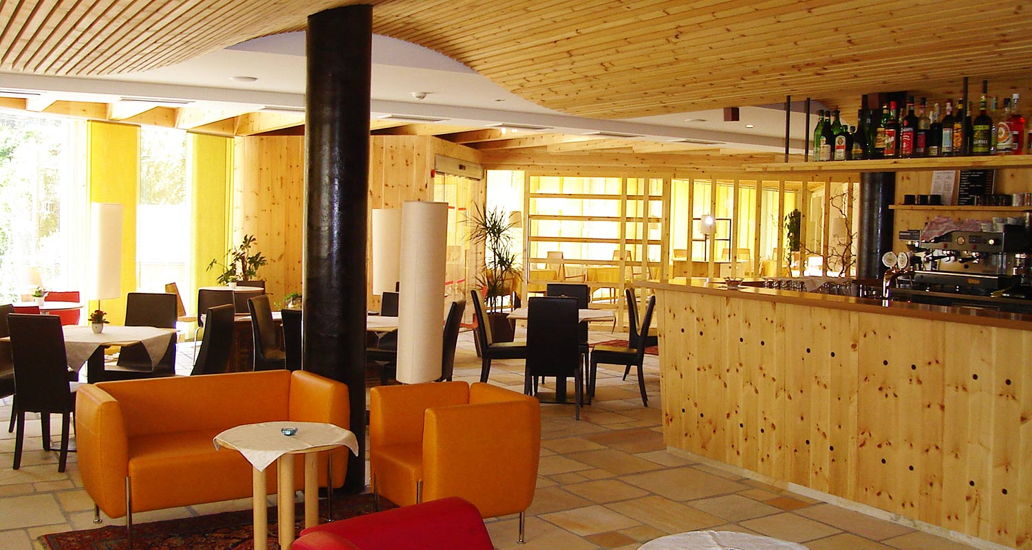 Bar with modern wood panelling at Sporthotel Rasen