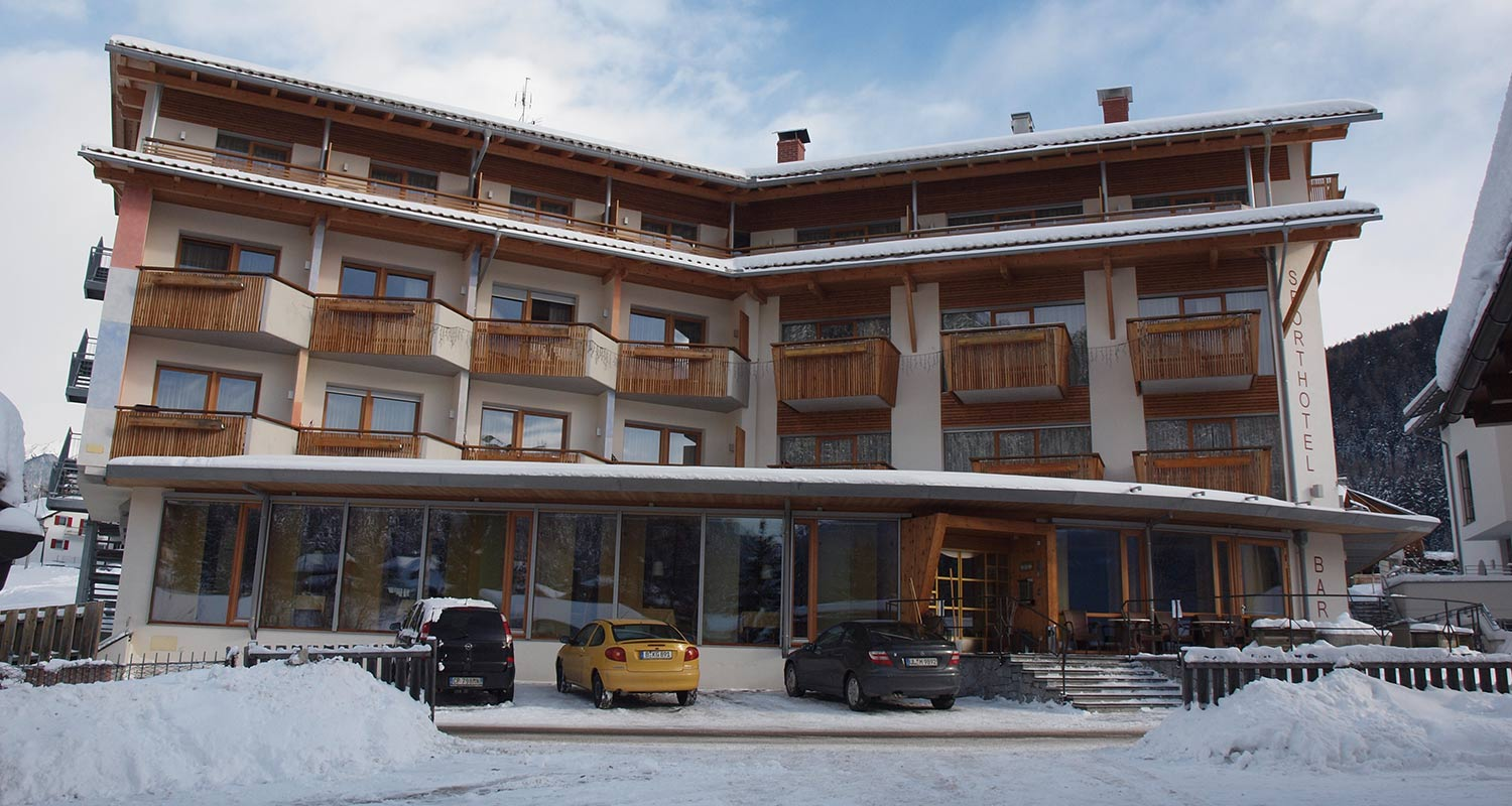 Exterior view of Sporthotel Rasen in wintertime